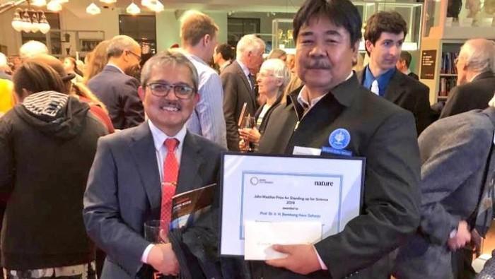 Bambang Hero menerima penghargaan John Maddox Prize 2019. (Dok Kemlu)