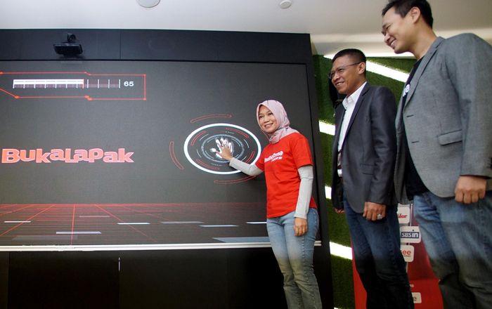 Kerjasama ini diresmikan melalui penandatanganan simbolis yang dilaksanakan pada Rabu (13/11/2019) di Telkom Landmark Tower, Jakarta. Hal ini merupakan komitmen dari kedua belah pihak untuk menghadirkan solusi berbasis teknologi pintar dalam meningkatkan konektivitas dan digitalisasi ke berbagai wilayah di Indonesia yang sesuai dengan kebutuhan pelanggan. Foto: dok. Telkom