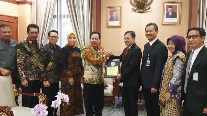 dr Supriyanto bertemu dengan Menkes Terawan. Foto: dok. pribadi
