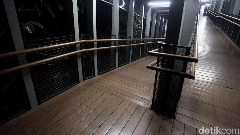 Bantah JPO Gampang Rusak, Pemprov DKI: Lantai Kayu Bukan untuk Skuter