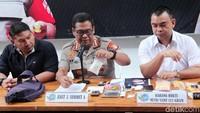 Kabid Humas Polda Metro Jaya Kombes Argo Yuwono mengatakan bahwa tersangka ditangkap di rumahnya daerah Bekasi, Jawa Barat.