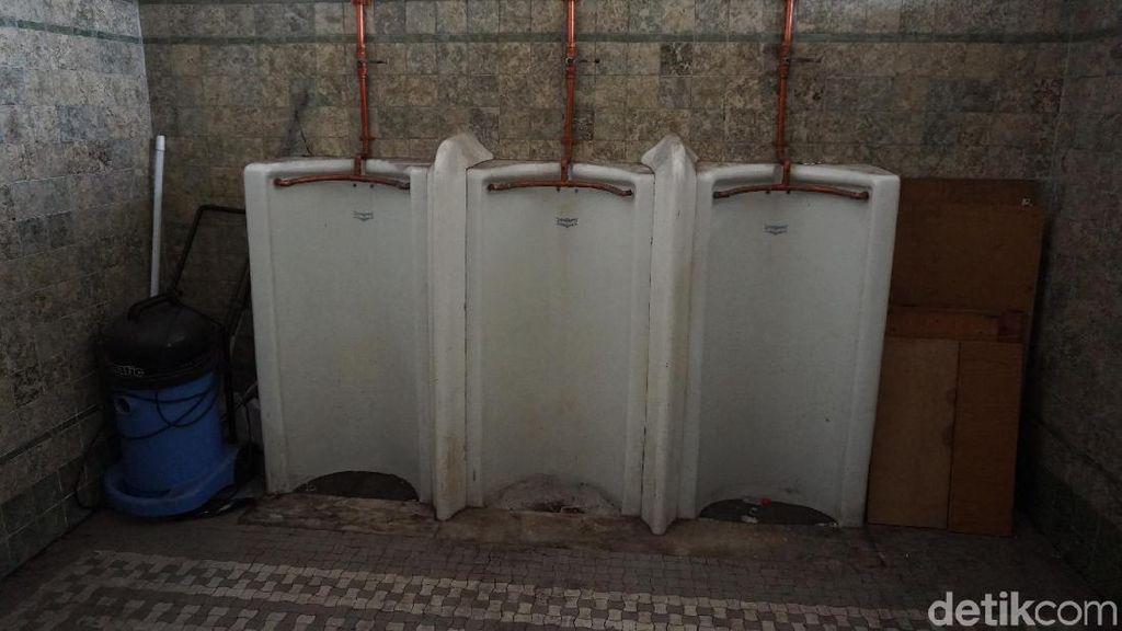 Begini Tempat Pipis Zaman Belanda di Stasiun Tanjung Priok