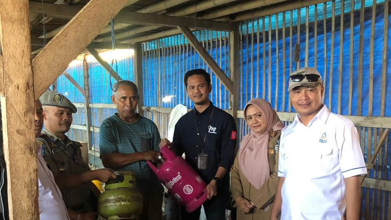Sidak, Peternak Ketahuan Gunakan LPG 3 Kg Buat Penghangat Ayam