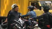 Aksi Lawan Arus Biker R15, Bukan Karena Motornya Bergaya Sport