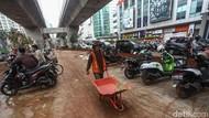 Motor Parkir Liar di Proyek JLNT Kuningan Makin Menjadi-jadi