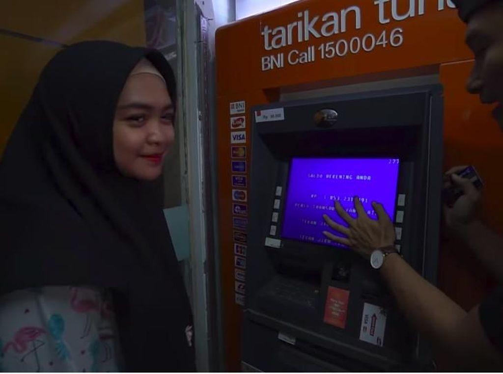 Bongkar Saldo ATM Artis Dicibir