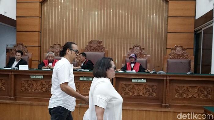 Nunung dan suami divonis 1,5 tahun penjara tapi diminta menjalani sisa hukuman di RSKO Cibubur. (Palevi S/detikFoto)