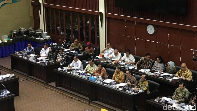 Rapat dengan Baleg, Mahfud Md Singgung Jaminan Omnibus Law Ada di DPR