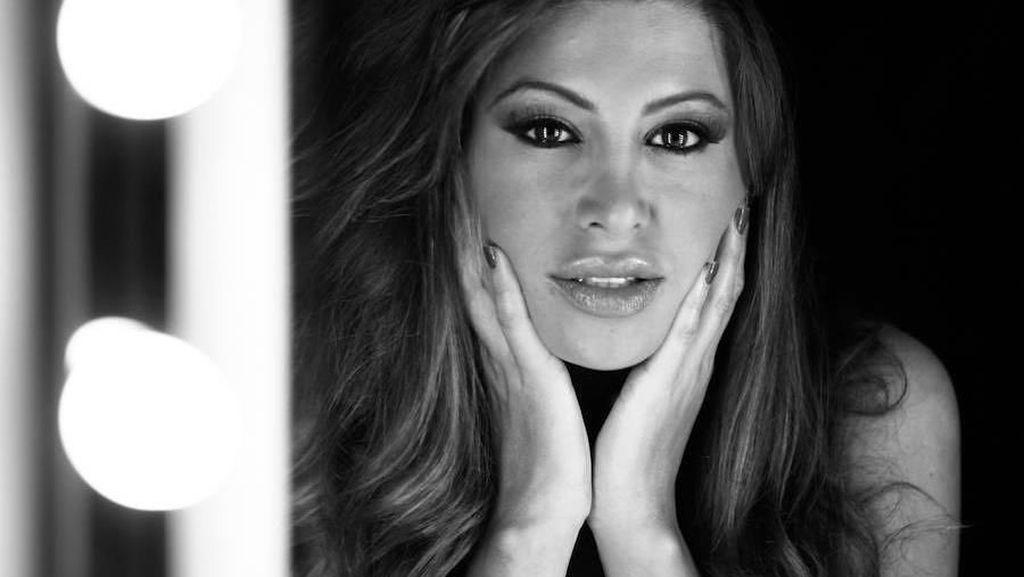 Model Seksi Jadi Sensasi, Posting Video Saat Hewan Masuk ke Bajunya