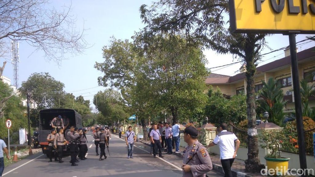 Cerita Warga Panik Dengar Ledakan Bom Bunuh Diri di Polrestabes Medan