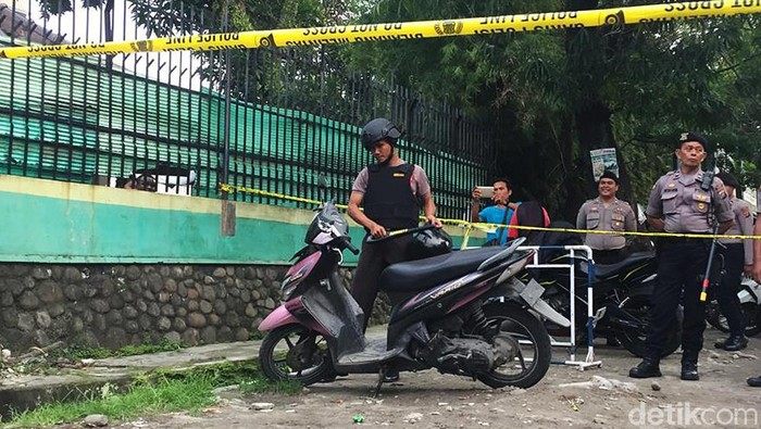 Motor Pelaku Bom Bunuh Diri di Polrestabes Medan (Khairul Ikhwan Damanik/detikcom)