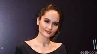 Cinta Laura memerankan gadis Bogor di film terbarunya, Jeritan Malam. Foto: Noel/detikFoto