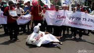Tolak Kenaikan Iuran BPJS Kesehatan, Massa Buruh Geruduk DPRD Sukoharjo