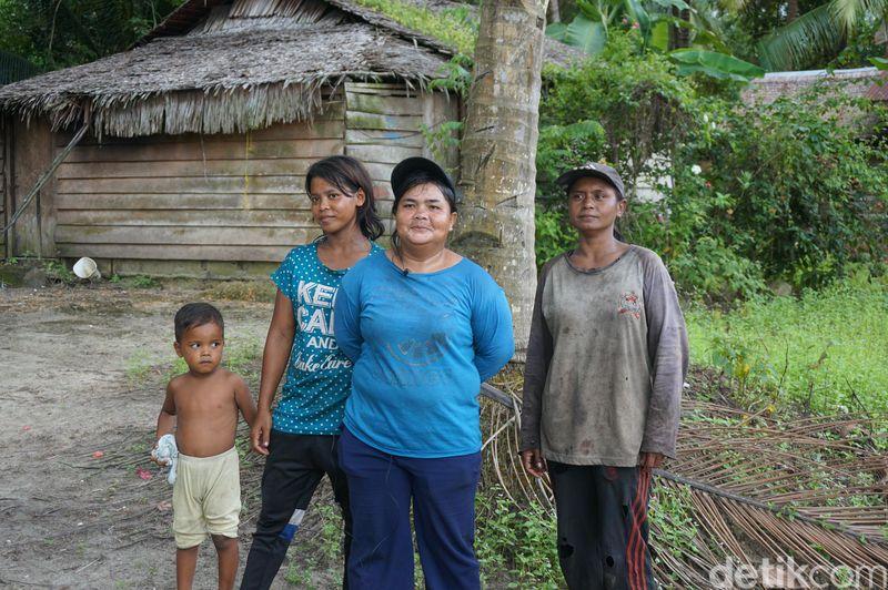 Tak banyak yang bisa kami gali dari desa pedalaman di Pulau Kundur ini. Mereka tak ramah orang baru, apalagi yang membawa alat perekam atau kamera (Foto: Ahmad Masaul Khoiri/detikcom)
