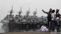 Kegiatan tersebut digelar bukan tanpa alasan. Pasukan TNI AL mengajak warga sipil menjajal KAL Kobra agar para warga sipil lebih mengetahui tentang pertahanan di kawasan maritim Indonesia.