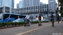Dilema Skuter Listrik: Dilarang di Jalan Raya, Ditolak di Trotoar