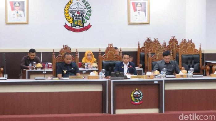 DPRD Sulawesi Selatan (Sulsel) menggelar sidang paripurna untuk mendengar jawaban Gubernur Sulsel Nurdin Abdullah atas pandangan umum fraksi terhadap nota keuangan RAPBD 2020/Foto: Noval Dhwinuari Antony-detikcom