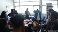 Tuntut Kadis Dicopot, Massa Acak-acak dan Usir PNS di Kantor ESDM Sultra