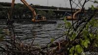 Normalisasi Kali Ancol dilakukan untuk mengantisipasi banjir jelang musim hujan.