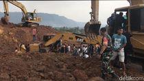 2 Pekerja Tertimbun Longsor di Pertambangan Tanah Gunung Sariak Padang