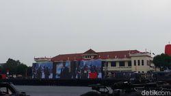 Brimob Beri Gelar Warga Kehormatan ke Rusdi Kirana-Menteri LHK
