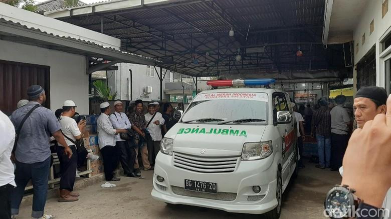 Ustaz Taufik Hasnuri Wafat, Ribuan Pelayat Datangi Rumah Duka