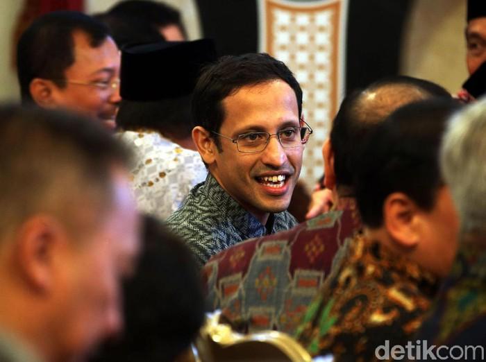 Menteri Pendidikan dan Kebudayaan Nadiem Makarim hadiri acara penyerahan DIPA 2020 dari Jokowi. Penyerahan itu digelar di Istana Negara.