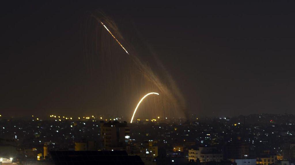 Detik-detik Israel Tembakkan Roket ke Jalur Gaza, 20 Orang Tewas