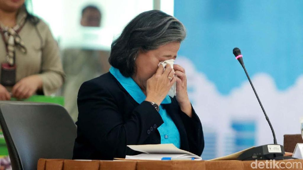 Baca Pakta Integritas, Calon Hakim Agung Artha Theresia Menangis