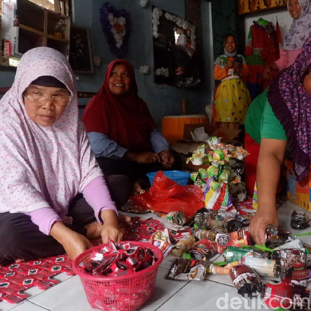 Warga di Banjarnegara Ini Ramai-ramai Olah Sampah Jadi Rupiah