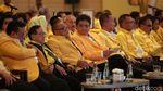 Momen Airlangga-Bamsoet Salam Komando di Rapimnas Golkar