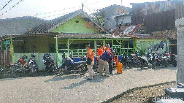 Tim Inafis dan Labfor kembali Geledah Rumah di Belawan terkait Bom Medan (Budi Warsito-detikcom)