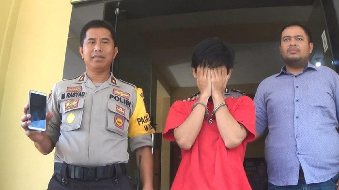 Erick Dwi Guna Yulianto saat ditampilkan di depan wartawan (Foto: Istimewa)