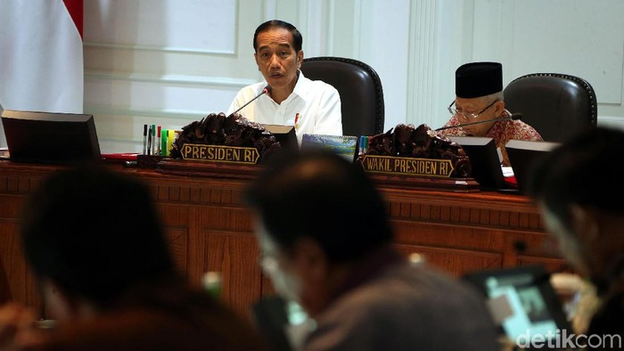 Presiden Joko Widodo (Jokowi) dan Wakil Presiden Maruf Amin bersama para menteri Kabinet Indonesia Maju menggelar Sidang Kabinet Paripurna di kantor Presiden, Jakarta, Kamis (14/11/2019). Sidang kabinet itu terkait Rencana Pembangunan Jangka Menengah Nasional (RPJMN) 2020-2024.
