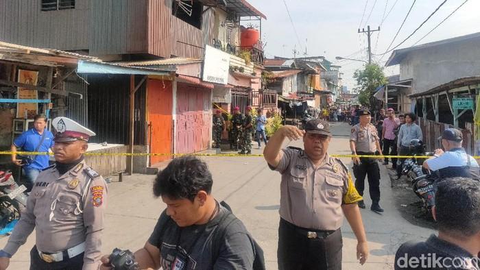 Tim Inafis dan Labfor kembali Geledah Rumah di Belawan Terkait Bom Medan (Budi Warsito/detikcom)