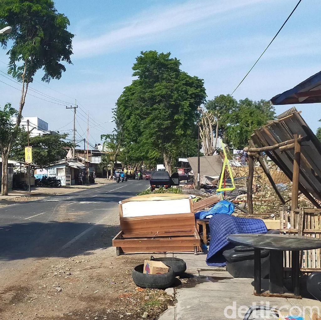 Sempat Ditutup Warga dengan Perabotan, Jalan di Banyuwangi Akhirnya Dibuka