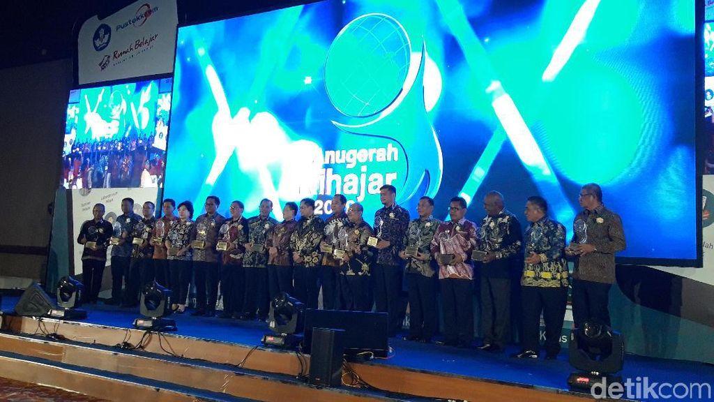 Kemendikbud Beri Penghargaan Anugerah Kihajar 2019 ke 16 Kepala Daerah