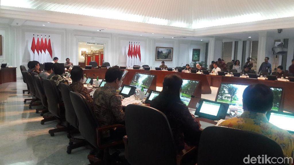 Jokowi Pimpin Sidang Kabinet Bahas RPJMN 2020-2024 di Istana