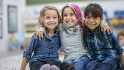 7 Keutamaan Menyayangi Anak Yatim dalam Islam