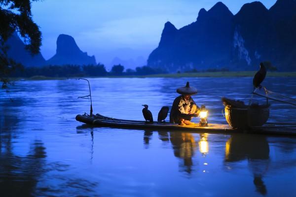 Sungai Li di Guilin sendiri memiliki panjang 83 km. Sebagai sungai besar, Li Jiang menjadi sumber beberapa kanal yang dialirkan ke pemukiman. (iStock)