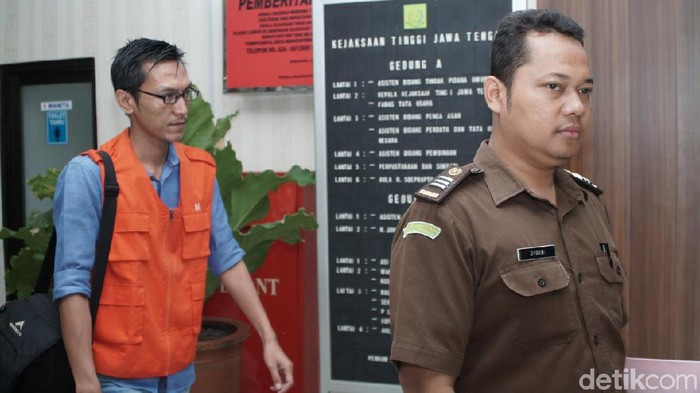 YY, tersangka kasus kredit fiktif di Kendal. Foto: Angling Adhitya Purbaya/detikcom