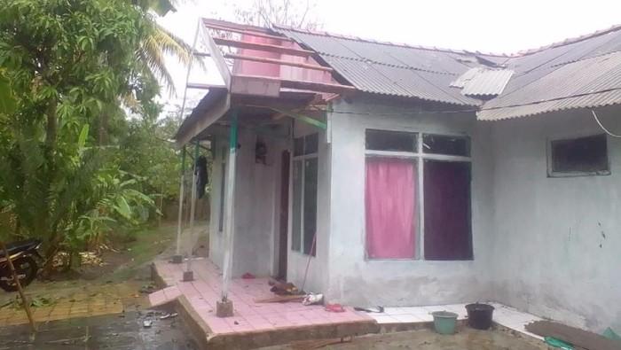 Puluhan rumah di Ciamis rusak diterjang puting beliung dan hujan angin. (Foto: dok. Istimewa)