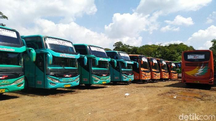 Pengusaha PO Bus di Ciamis memilih menghentikan sebagian operasional karena adanya pembatasan solar subsidi.