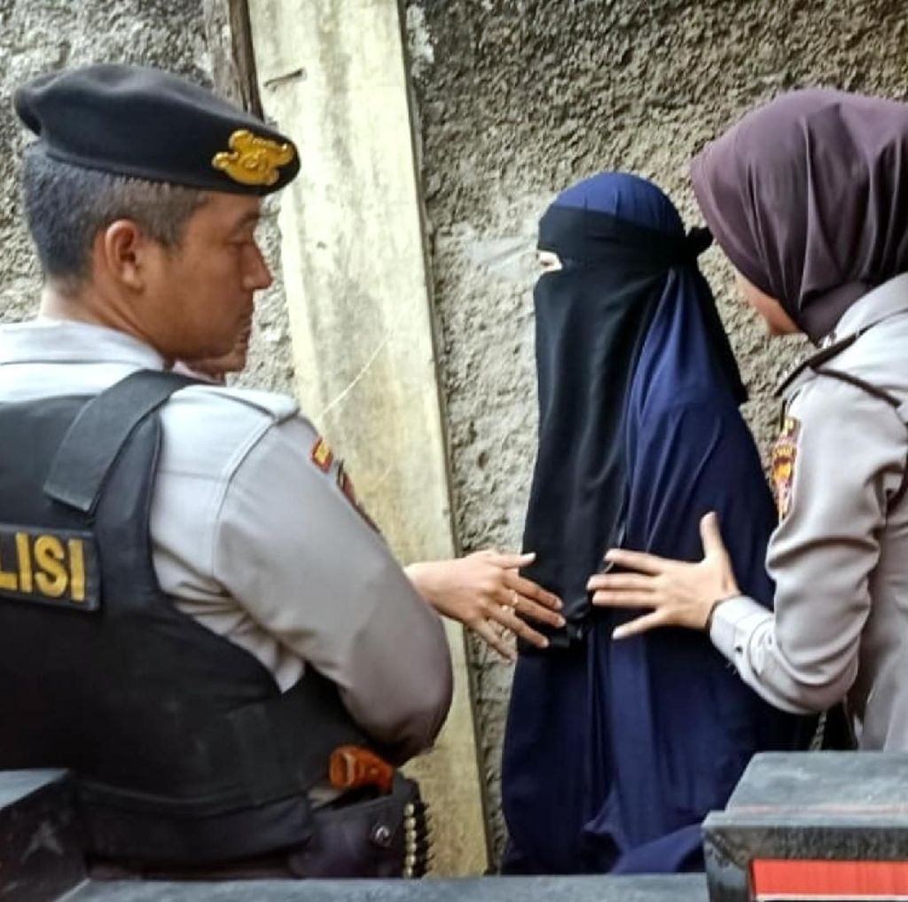 Densus 88 Amankan Dua Terduga Teroris di Gunungsari Cianjur
