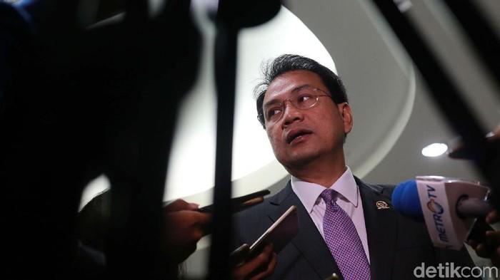 Wakil Ketua DPR RI Azis Syamsuddin melihat langsung seleksi calon hakim agung di Komisi Yudisial (KY). 14 Calon hakim agung akan mengikuti seleksi wawancara.