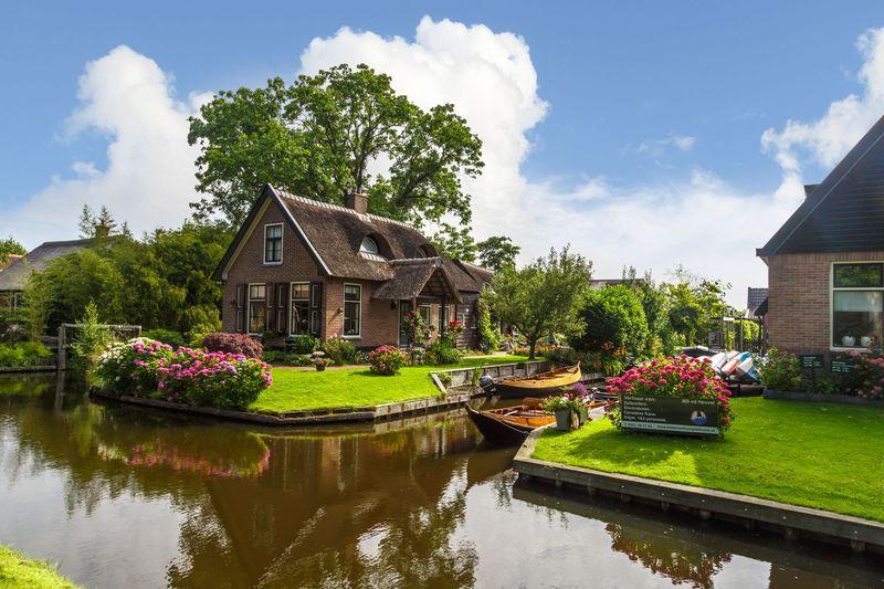Ini mengapa Giethoorn mirip dengan Venesia. Julukan dari desa ini Venice of North atau Venice of Netherland. (iStock)