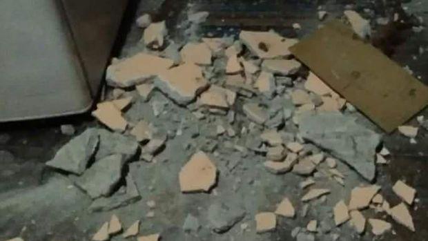 Kerusakan yang dilaporkan mulai dari atap rontok, tembok retak hingga dinding roboh.
