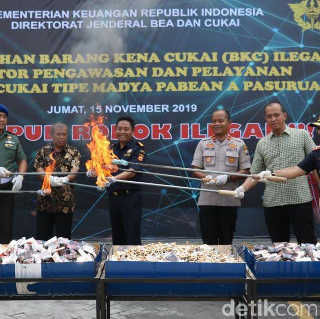 Jutaan Batang Rokok Ilegal dan Pita Cukai Palsu Senilai Rp 11 M Dimusnahkan