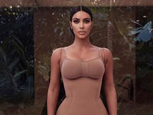 Kim Kardashian Jual Plester Payudara Rp 400 Ribuan, Dihujat Tapi Sold Out