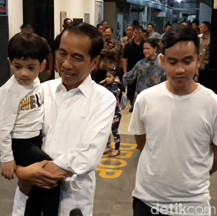 Jokowi di RS PKU Solo. (Foto: Bayu Ardi Isnanto/detikcom)